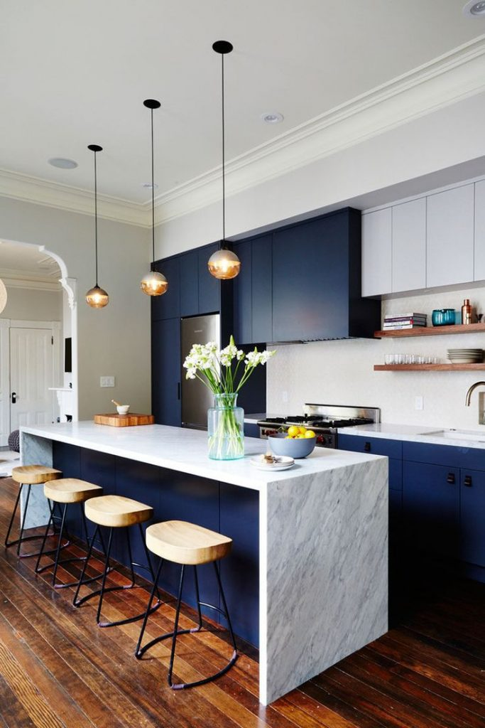 Kitchen Design Ideas - Deep Blue Kitchens // The elements of dark blue are brigh...