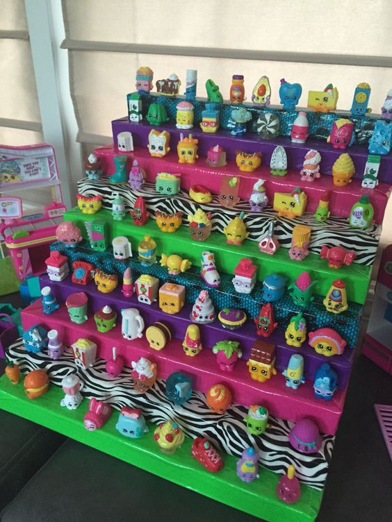 a tiered base is the best way to show off and organize your shopkins