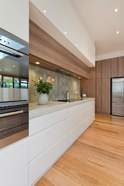 Light wood + gray + white in the kitchen
