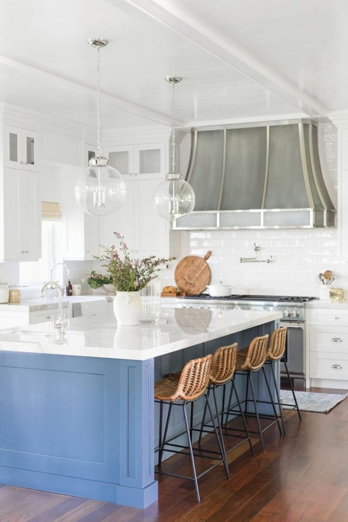 Traditional kitchen design inspiration, bright and airy home, blue kitchen islan...