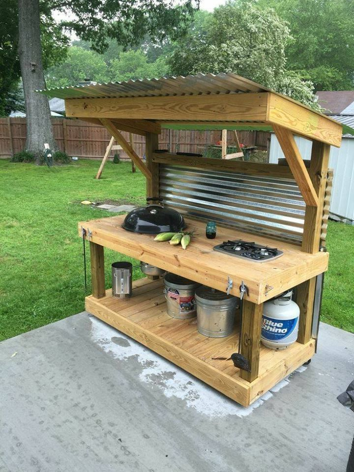 Outdoor upcycled pallet grill