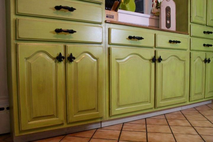 These Kitchen cabinets were painted by Kim De Jong. Kim is one of Redposie's p...