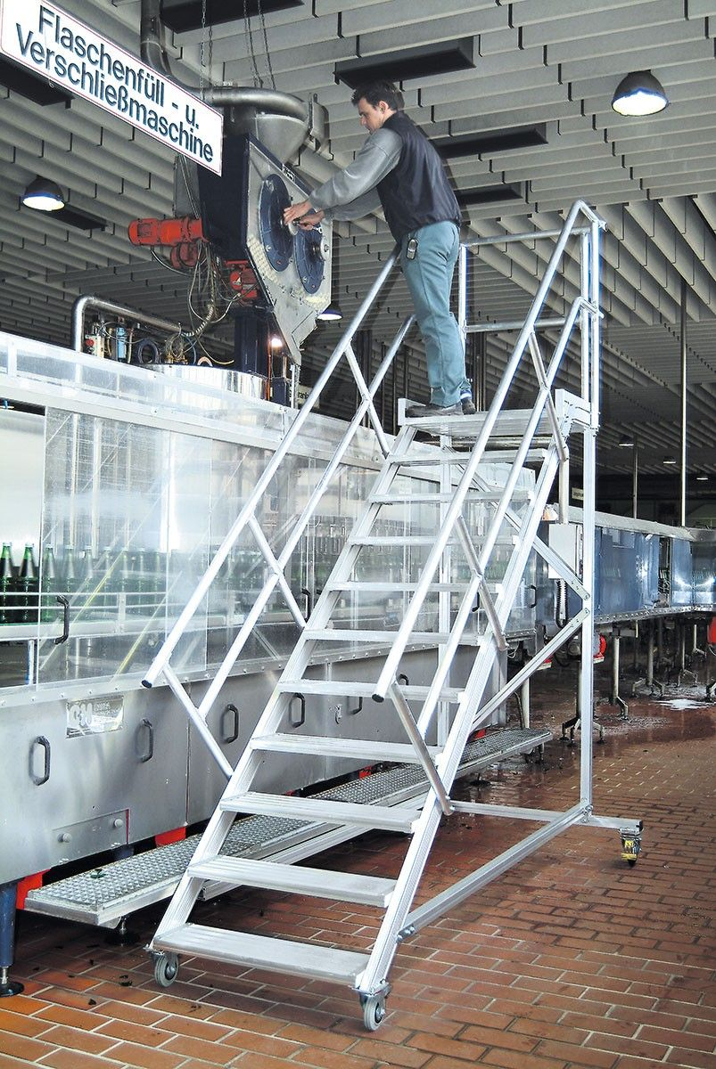 Maintenance platform 45 ° 14 steps - 800 mm wide Aluminum platform with step width 800 mm - GTARDO.DE